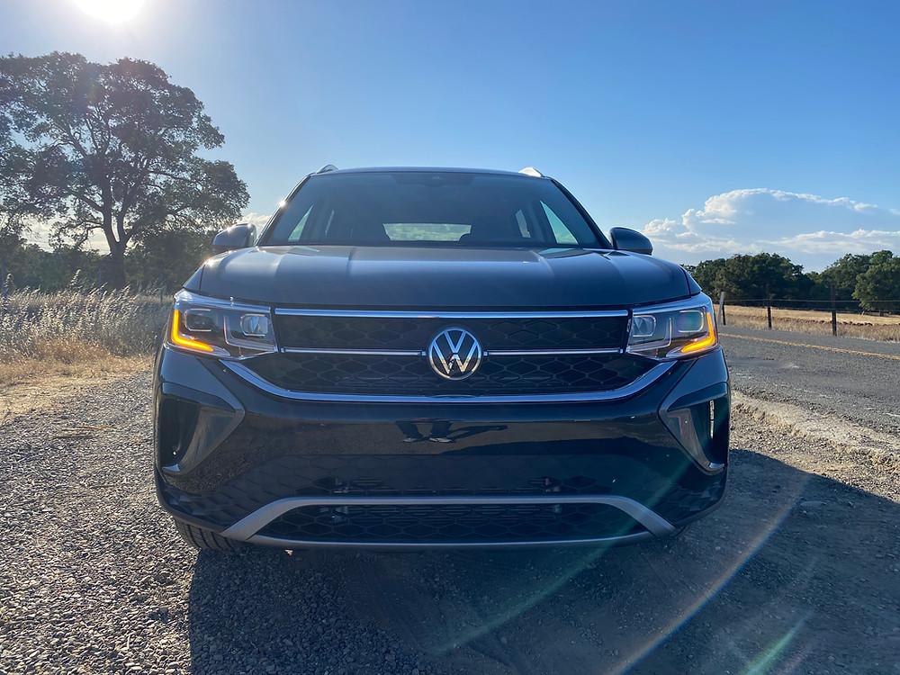 2022 Volkswagen Taos 1.5T SEL front view
