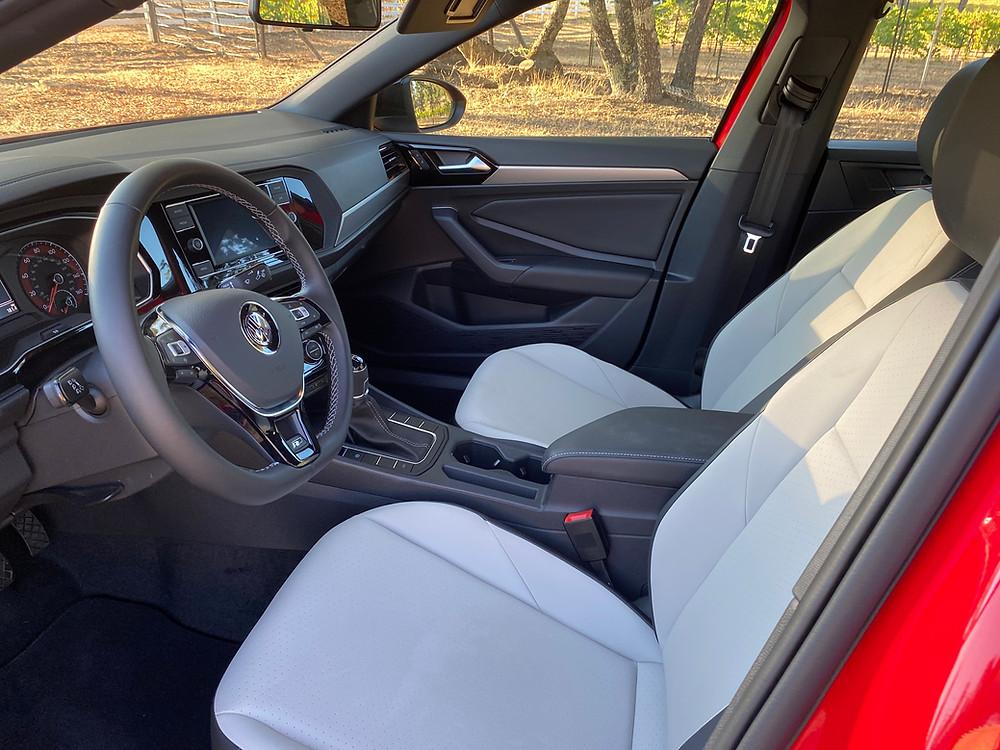 2020 Volkswagen Jetta 1.4T R-Line front seats