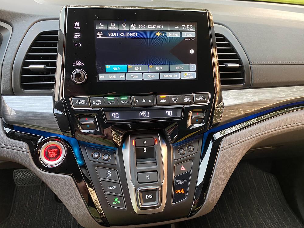 2021 Honda Odyssey Elite infotainment, HVAC and gear selector