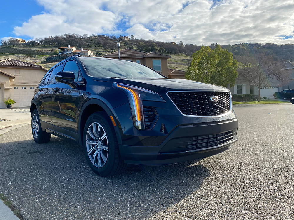2021 Cadillac XT4 AWD Sport front 3/4 view