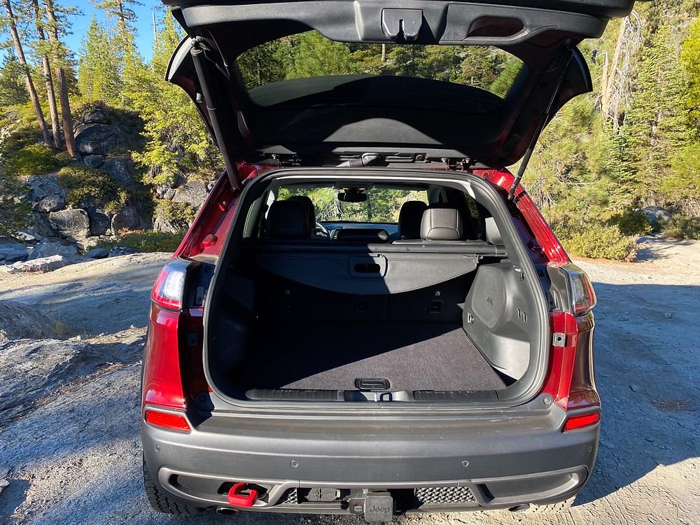 2020 Jeep Cherokee Trailhawk Elite liftgate open