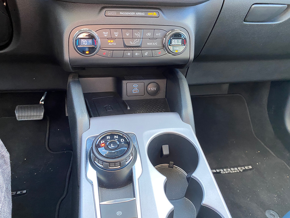 2021 Ford Bronco Sport Outer Banks 4X4 HVAC and console