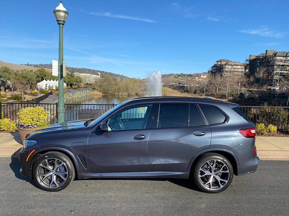 2021 BMW X5 xDrive45e side view