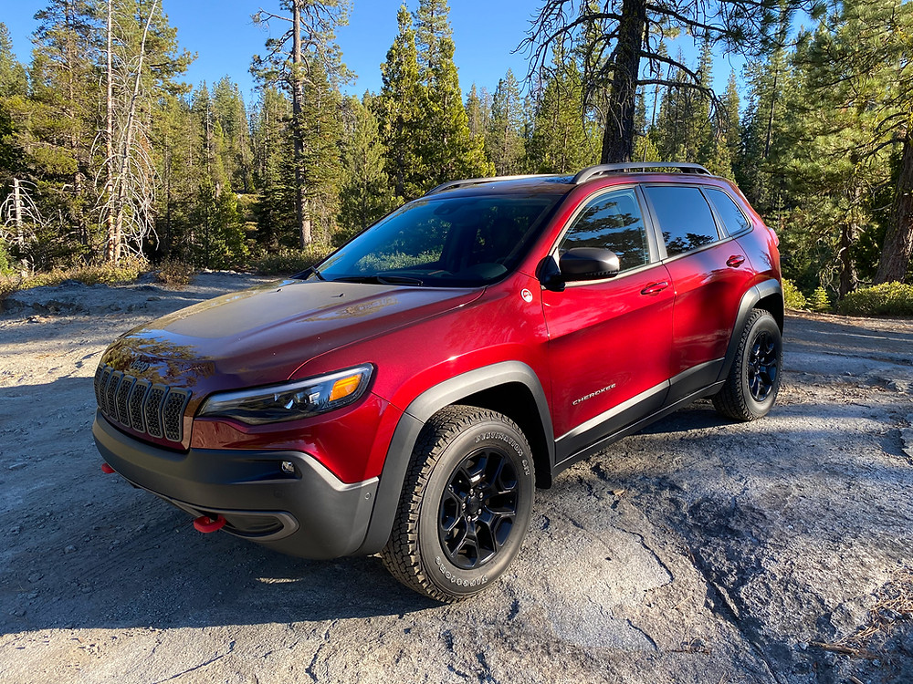 2020 Jeep Cherokee Trailhawk Elite front 3/4 view