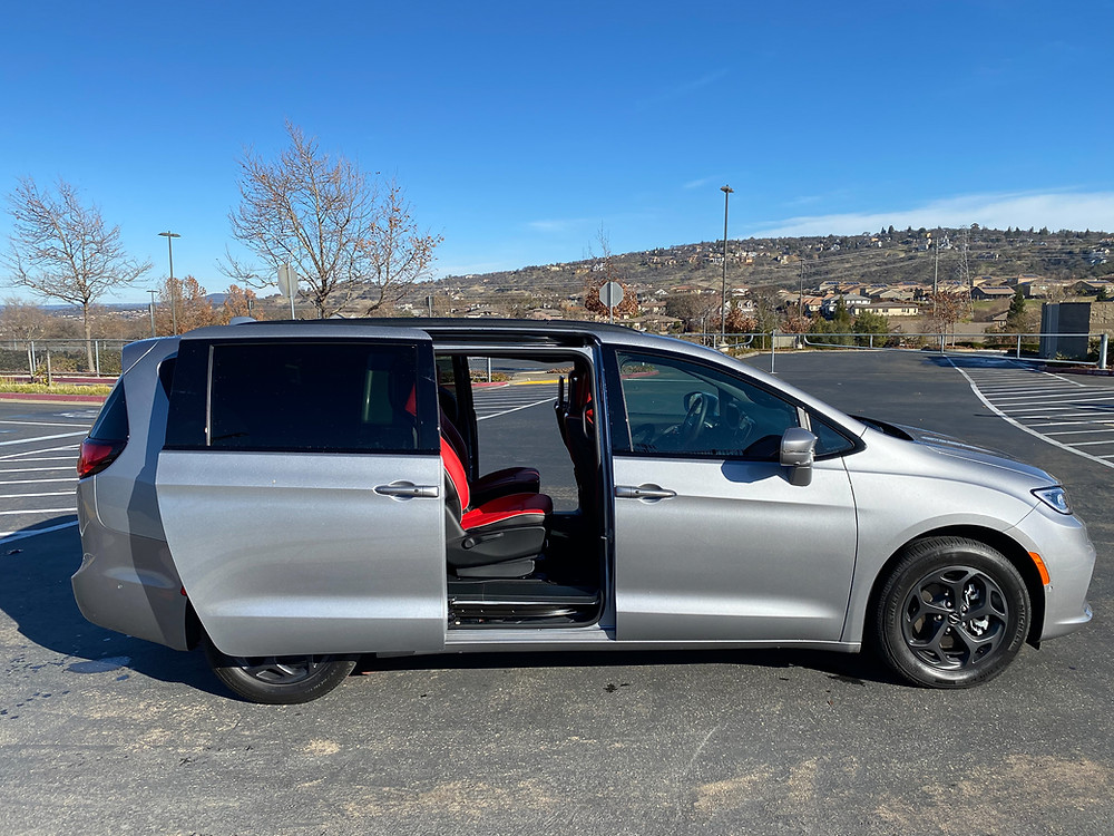 2021 Chrysler Pacifica Hybrid side view