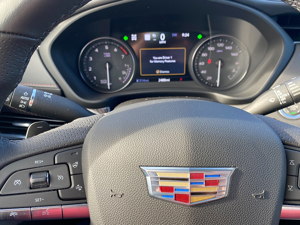2021 Cadillac XT4 steering wheel and gauge cluster