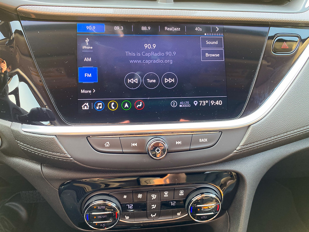 2020 Buick Encore GX Essence infotainment and HVAC