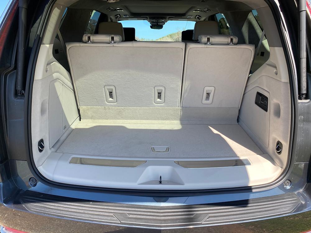 2021 Cadillac Escalade 4WD Platinum cargo area