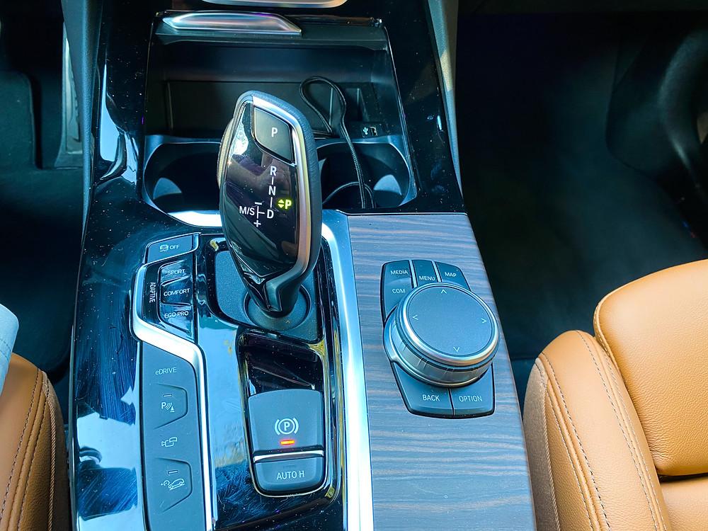 2020 BMW X3 xDrive30e center console