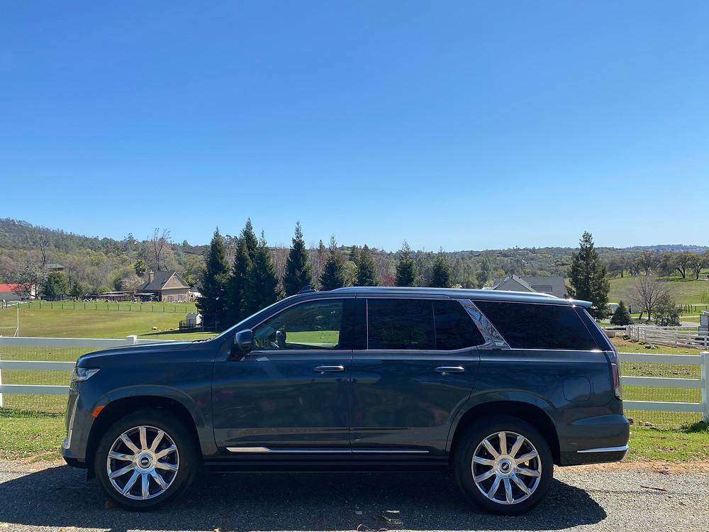 2021 Cadillac Escalade 4WD Platinum side view