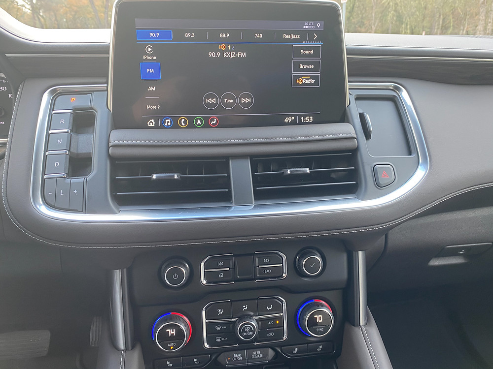 2021 Chevrolet Tahoe 4WD Z71 infotainment and HVAC