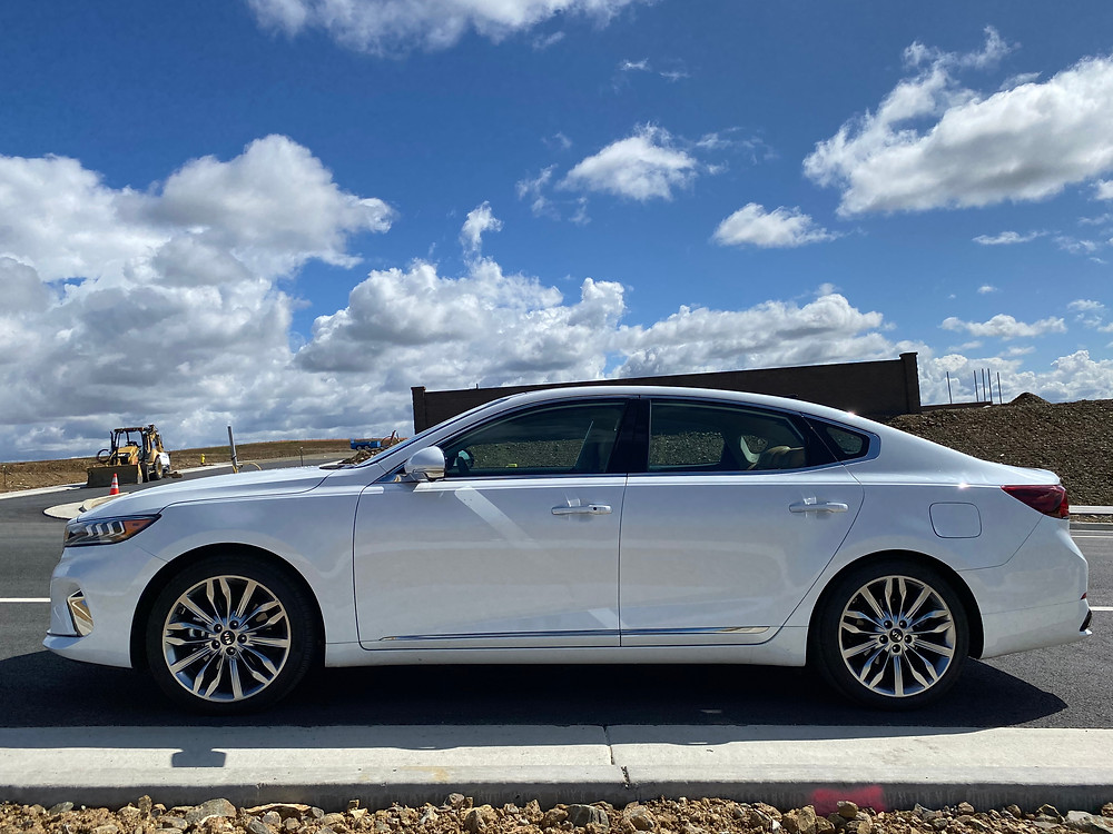 2020 Kia Cadenza Limited side view