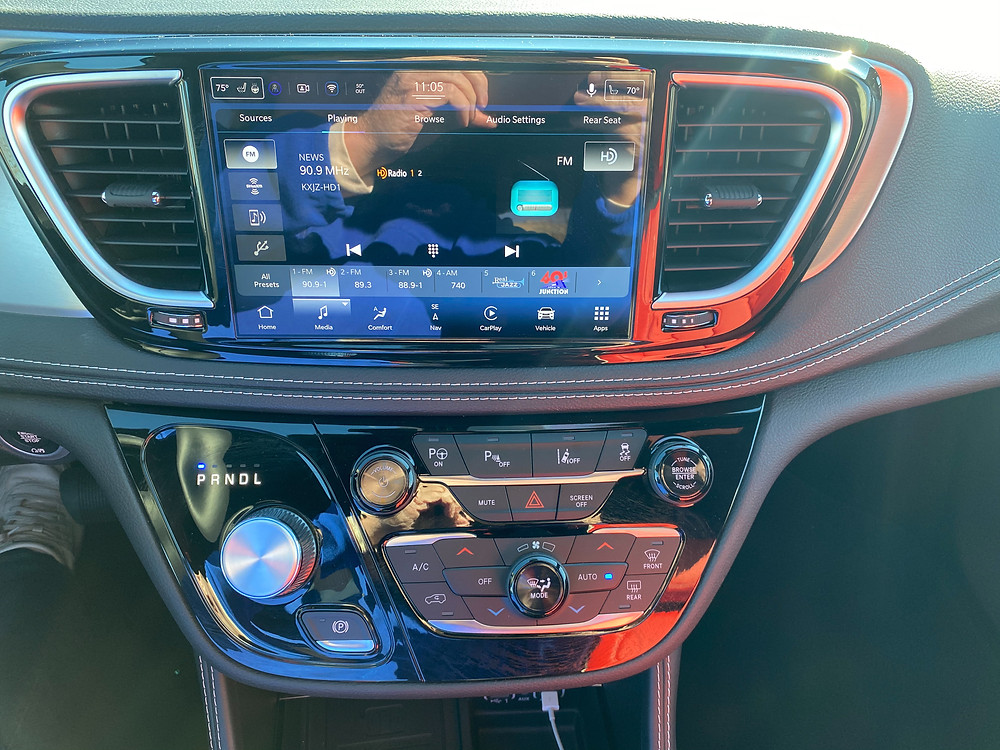 2021 Chrysler Pacifica Hybrid Limited Red S infotainment and HVAC