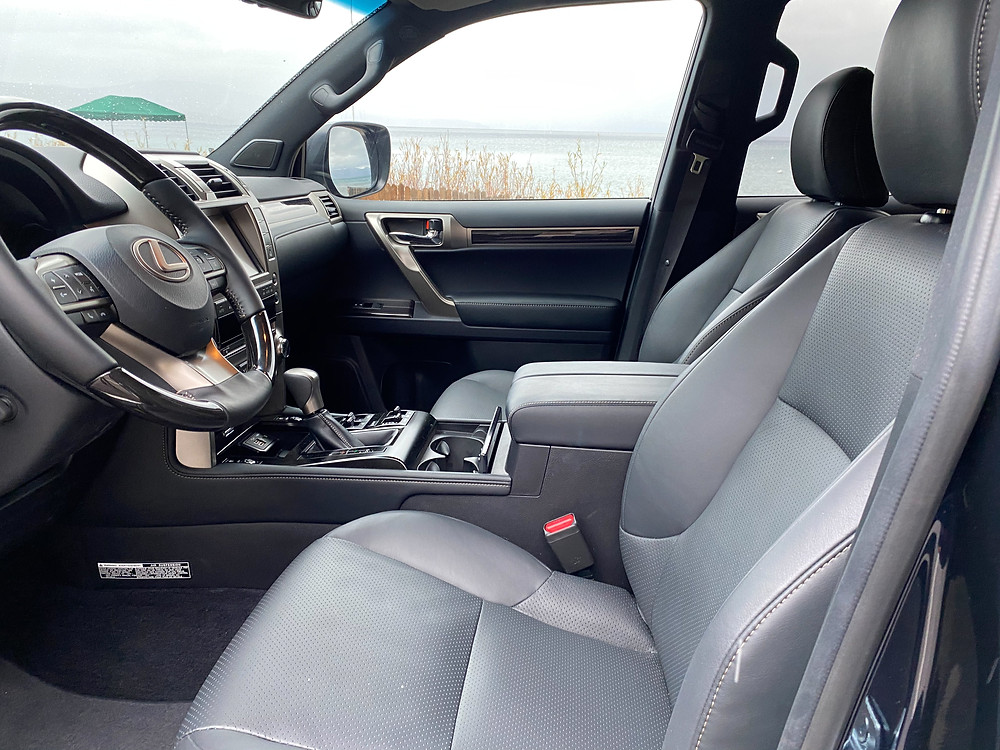 2021 Lexus GX460 front seats