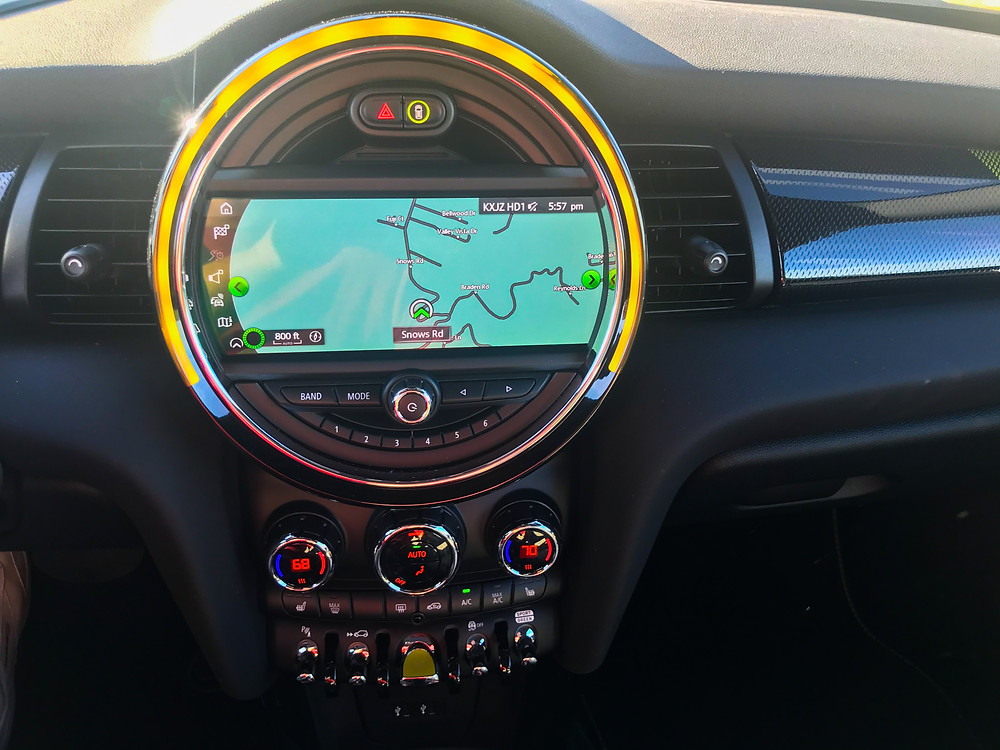 2020 Mini Cooper SE Navigation, infotainment and HVAC