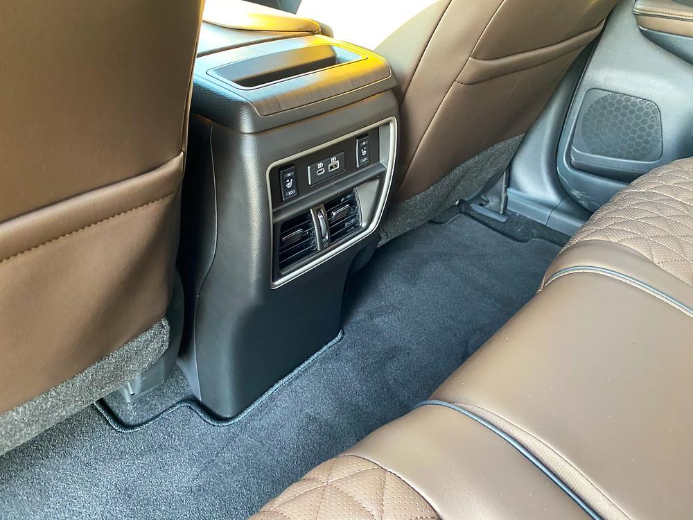 2020 Nissan Murano Platinum FWD rear console