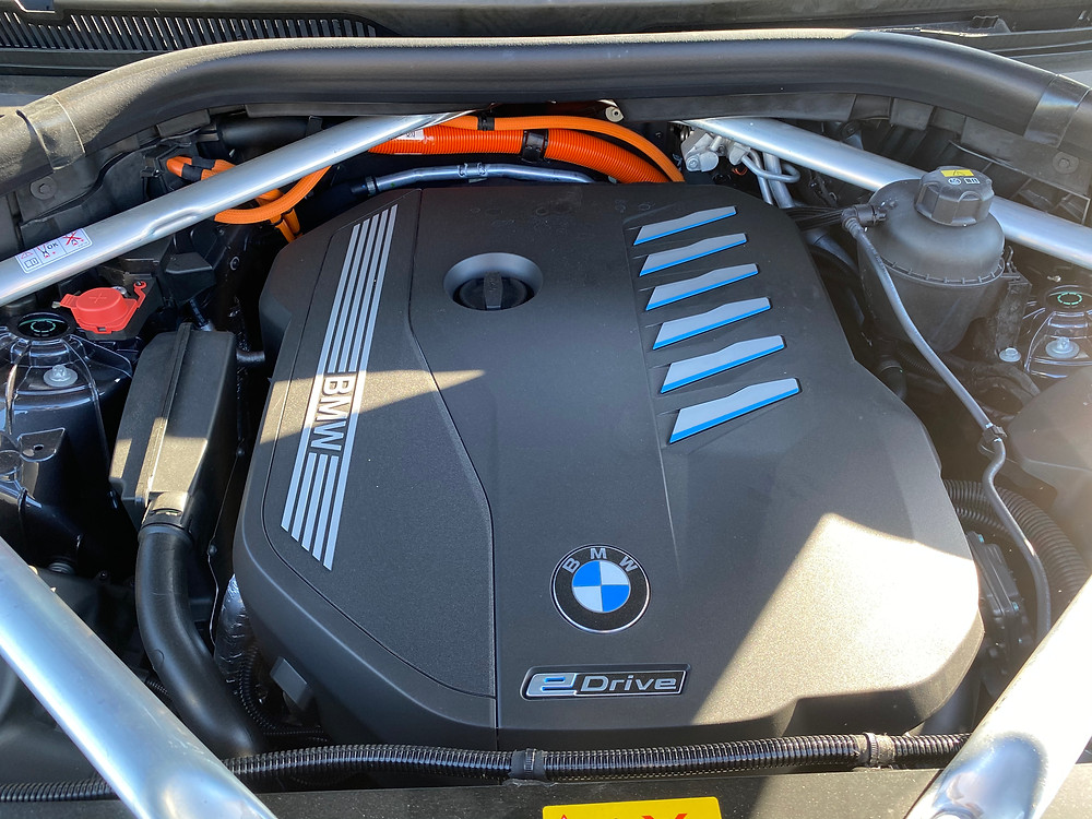 2021 BMW X5 xDrive45e engine detail