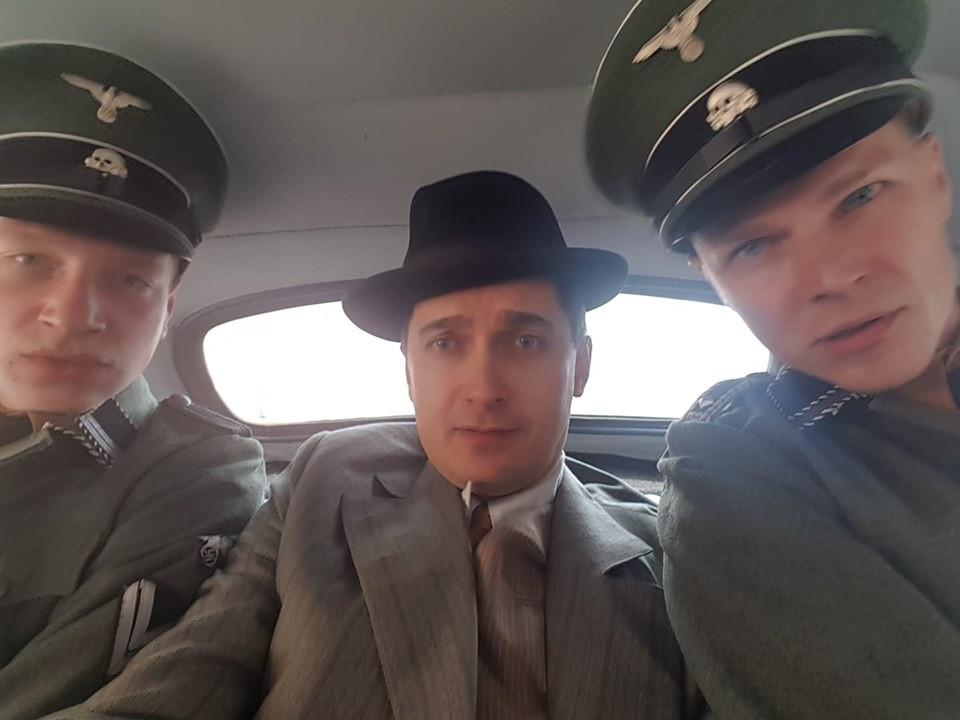 """Krystian Modzelewski na planie zdjęciowym serialu """"Ludzie i Bogowie"""""""