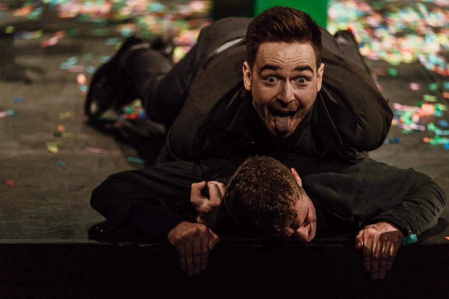 "Kamil Suszczyk jako ""Cassio"" w przedstawieniu ""Otello"" Teatru Collegium Nobilium"