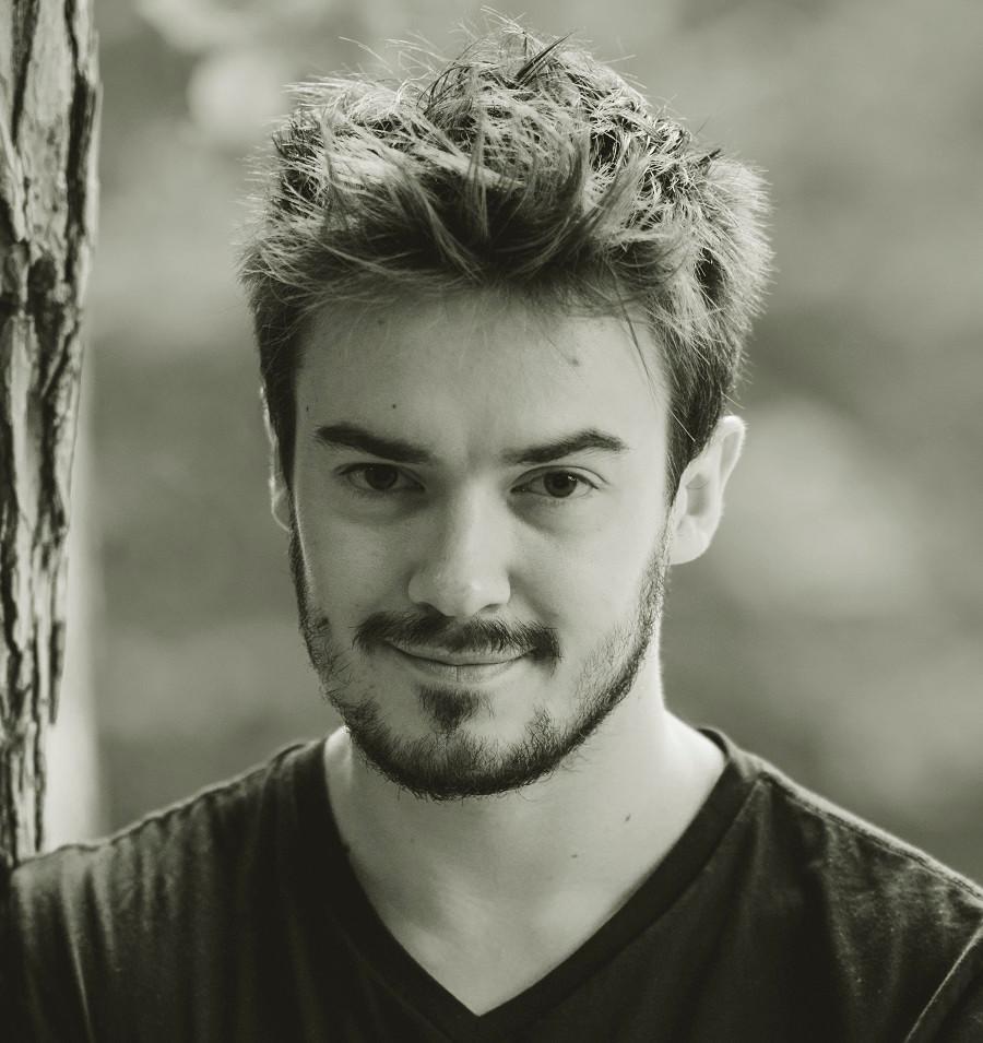 Aktor Paweł Brzeszcz