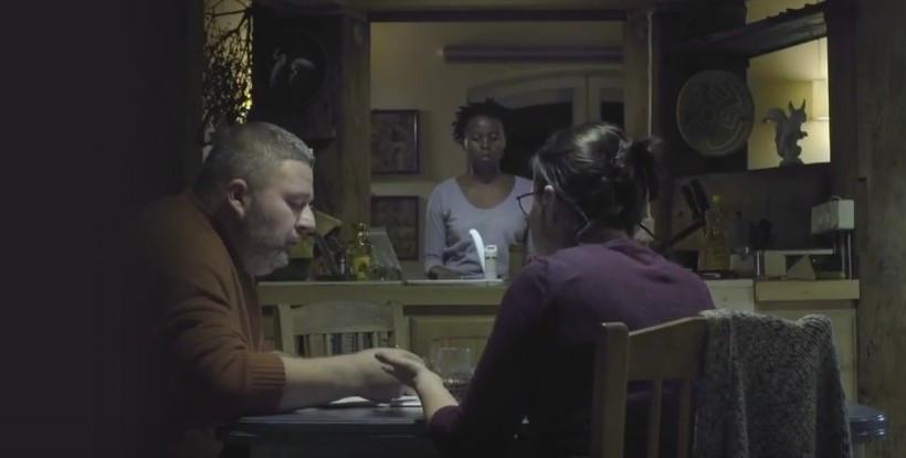 """Witold Wieliński obok Jowity Budnik w filmie """"Ptaki śpiewają w Kigali"""""""