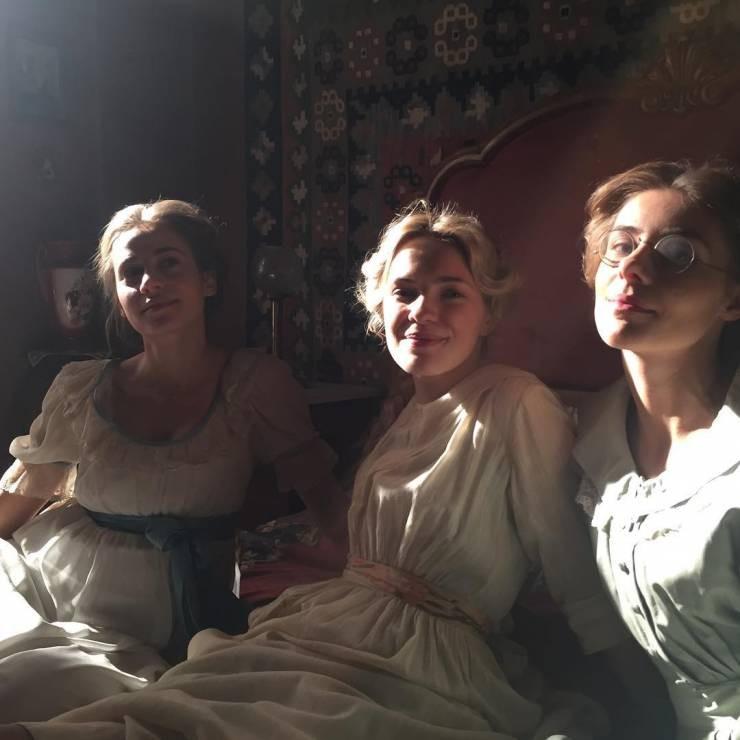 """Siostry """"Lala"""", """"Marynia"""" i """"Alina"""" Biernackie na planie serialu fabularnego """"Drogi wolności"""""""