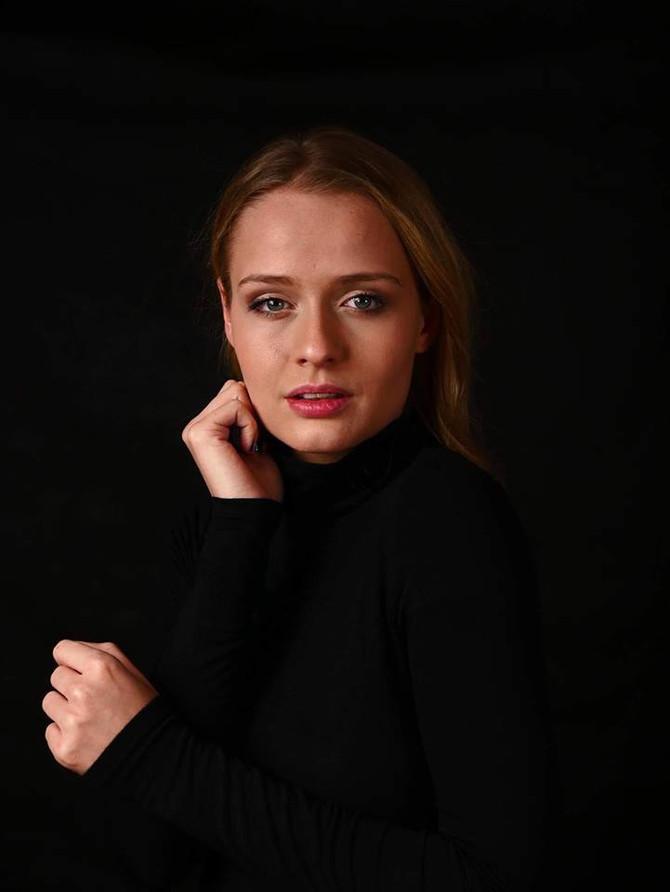 """Dominika Kryszczyńska jako """"Machna -  siostrzenica Kanclerza"""" w serialu fabularnym """"K"""