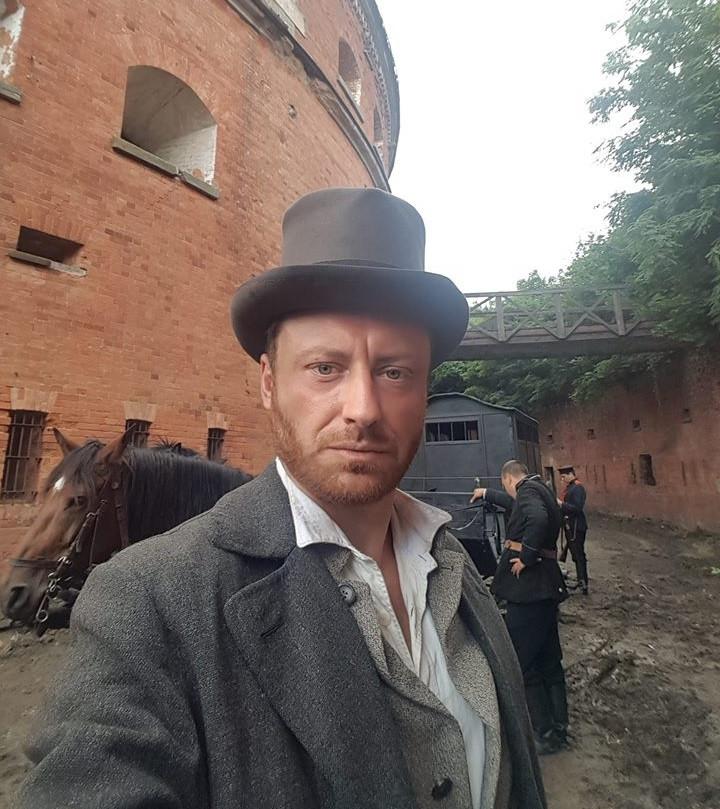 """Adam Szczyszczaj na planie serialu """"Ziuk. Młody Piłsudski"""""""