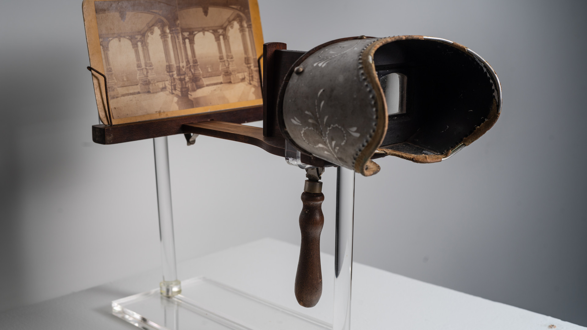Stereoscope with Stereoscope Slide of P.T. Barnum's Home, date unknown
