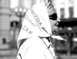 Madre de la Plaza de Mayo. Source :