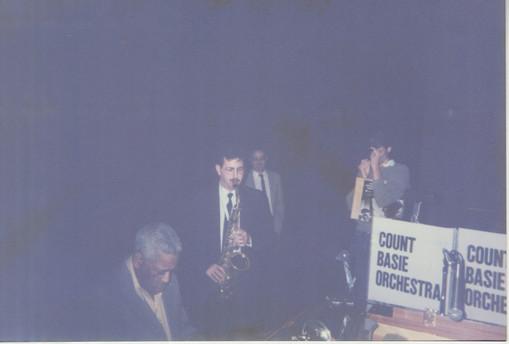 1990 Dizzy plays some piano.jpeg