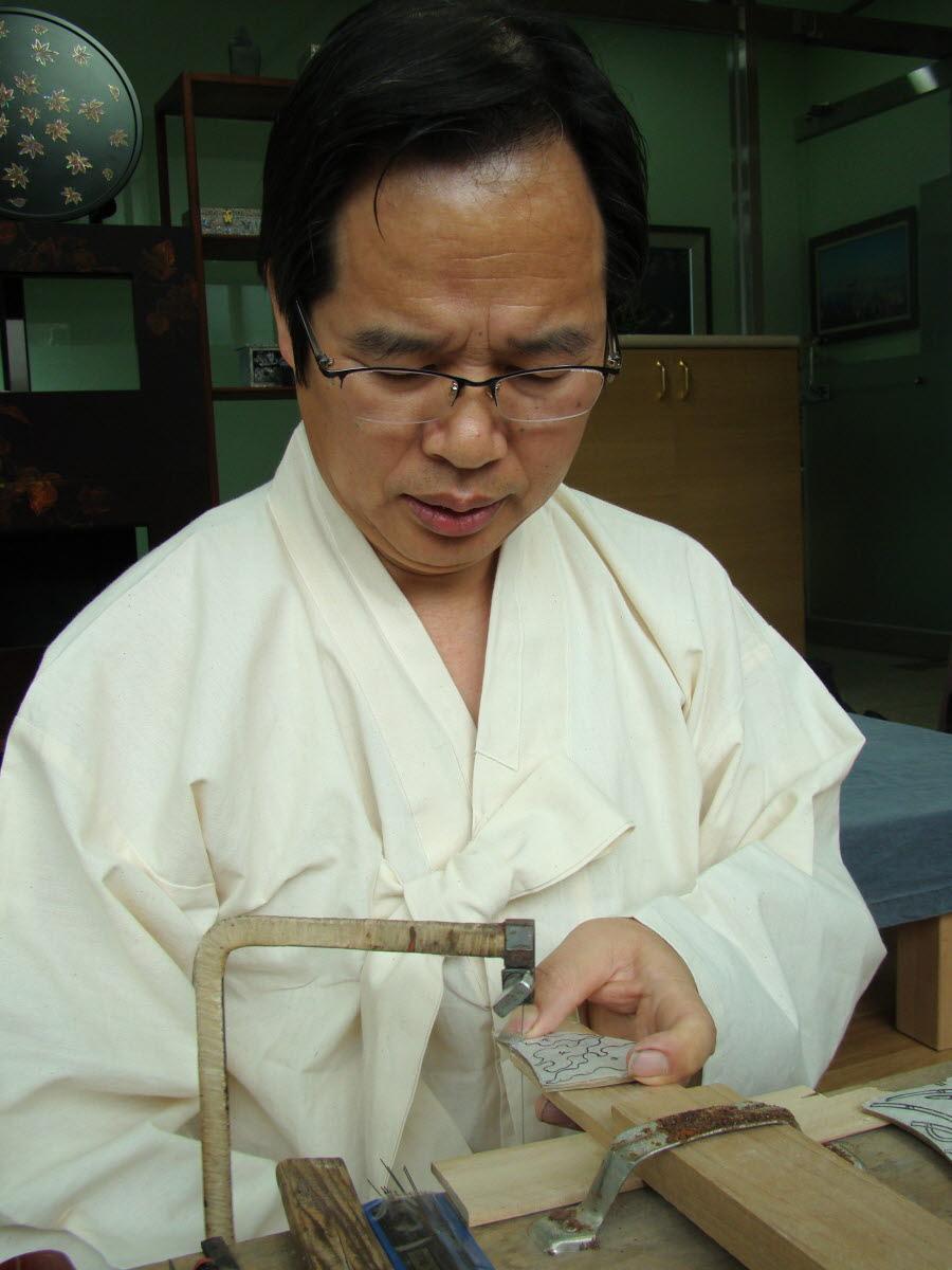 제24-나호 김정열자개오리기 작업
