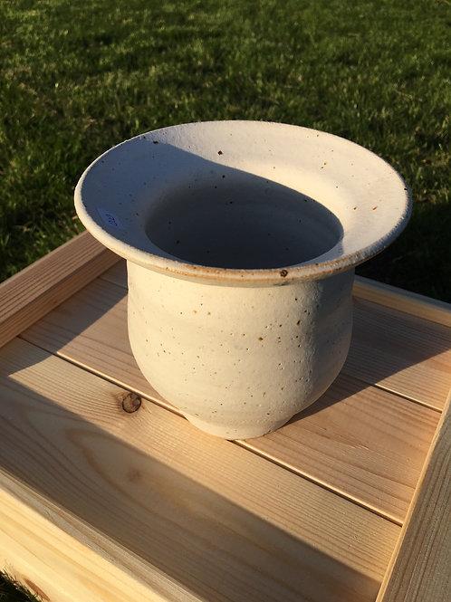 Hvid vase m/små lavapletter
