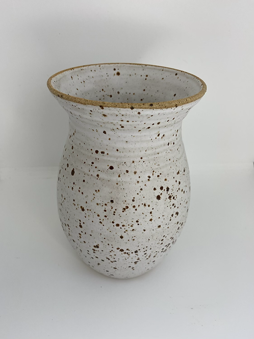 Stor vase i lava-ler