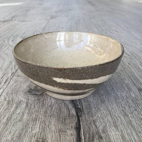 Skål med brune lerstriber