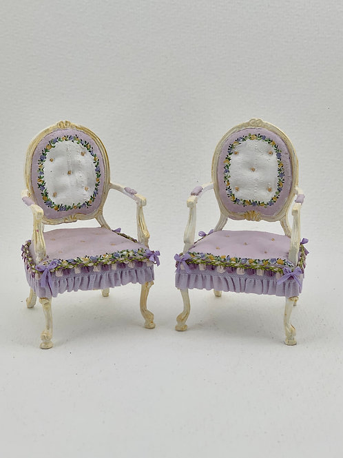 Capitone chair in lilac tones, hand painted.