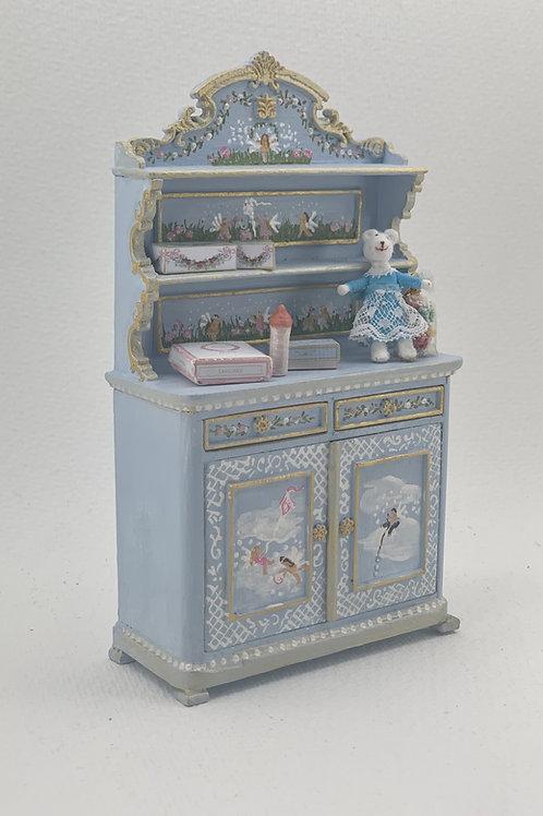mueble de niño pintado a mano en suaves tonos azules