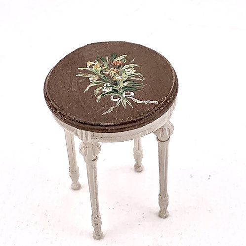 Side table handpainted in beige color an old efect. Scale 1.12