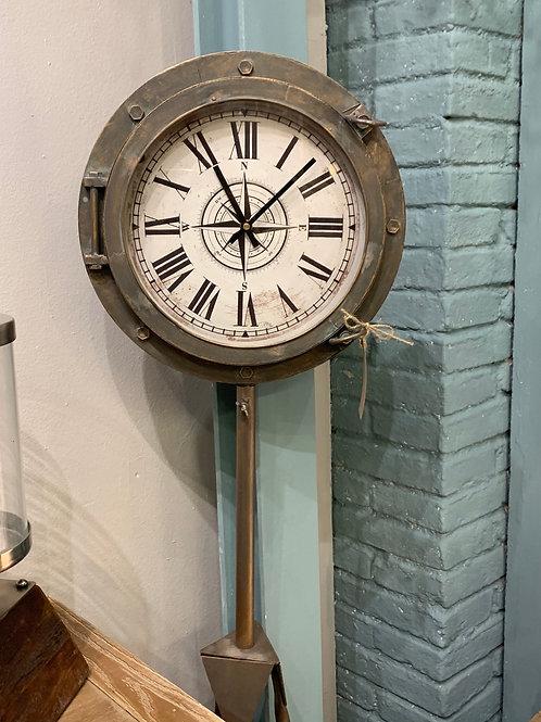 Reloj brujula de pie