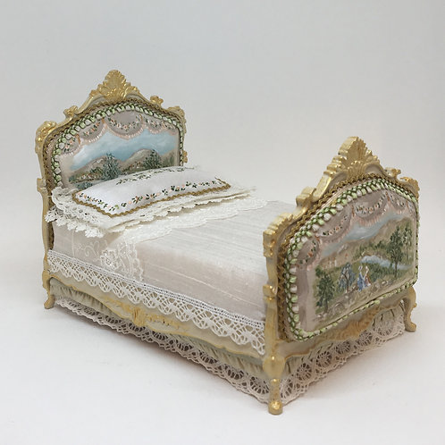 Handpainted bed in silk style Louis XV . Scale 1.12