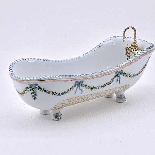 Hand painted French style bathtub. Made with enamel.