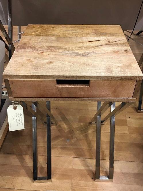 Mesa auxiliar de madera y metal
