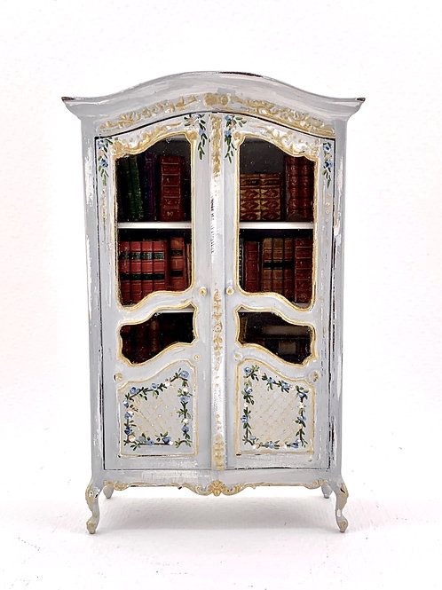 Hand-painted glass cabinet in light gray tone. 1.12 scale