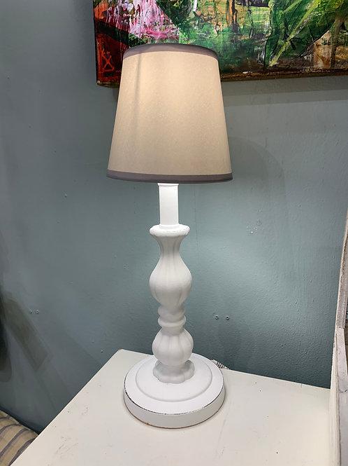 Lámpara de madera blanca