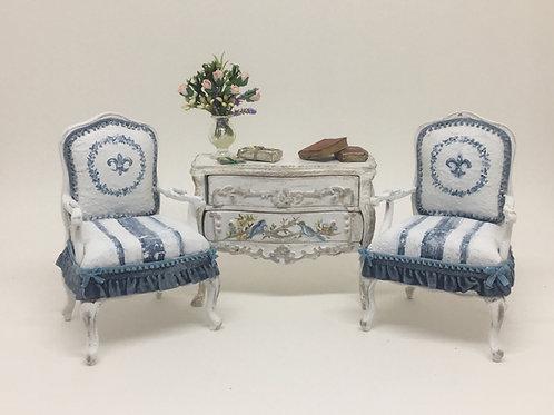 Handpainted sofa in denim blue & white vintage bohochic style. Scale 1.12