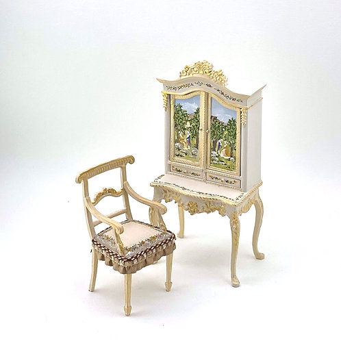 Showcase with doors and handpainted desk with French inspiration