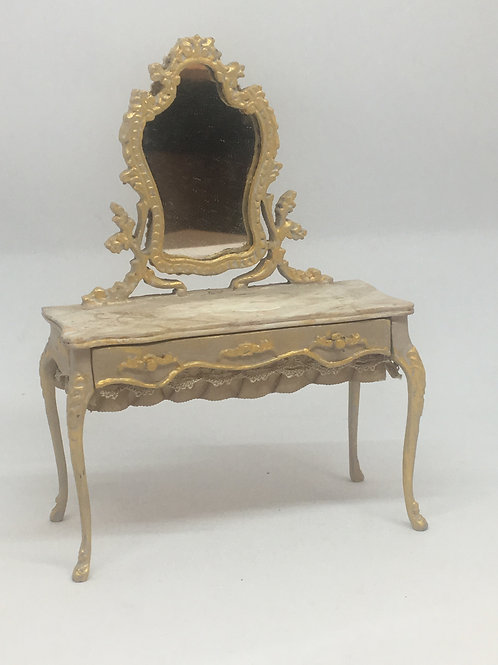 Dressing table handpainted in beige colors. Scale 1.12