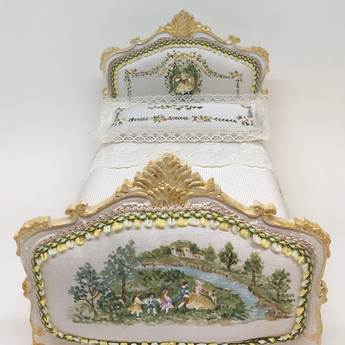 Bed handpainted in silk Louis XV . Scale 1.12