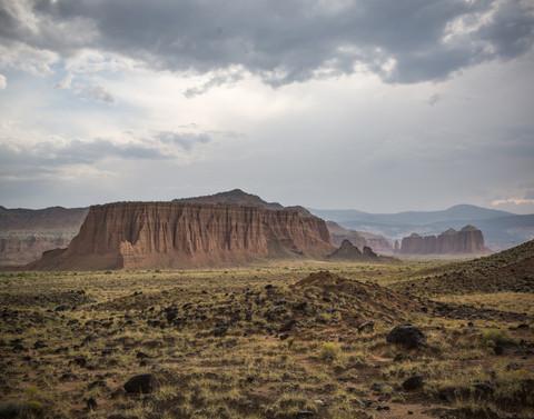 arid-canyon-capitol-reef-national-park-3