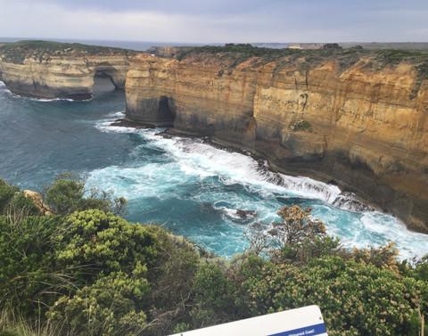 australia-beach-cliff-673195.jpg